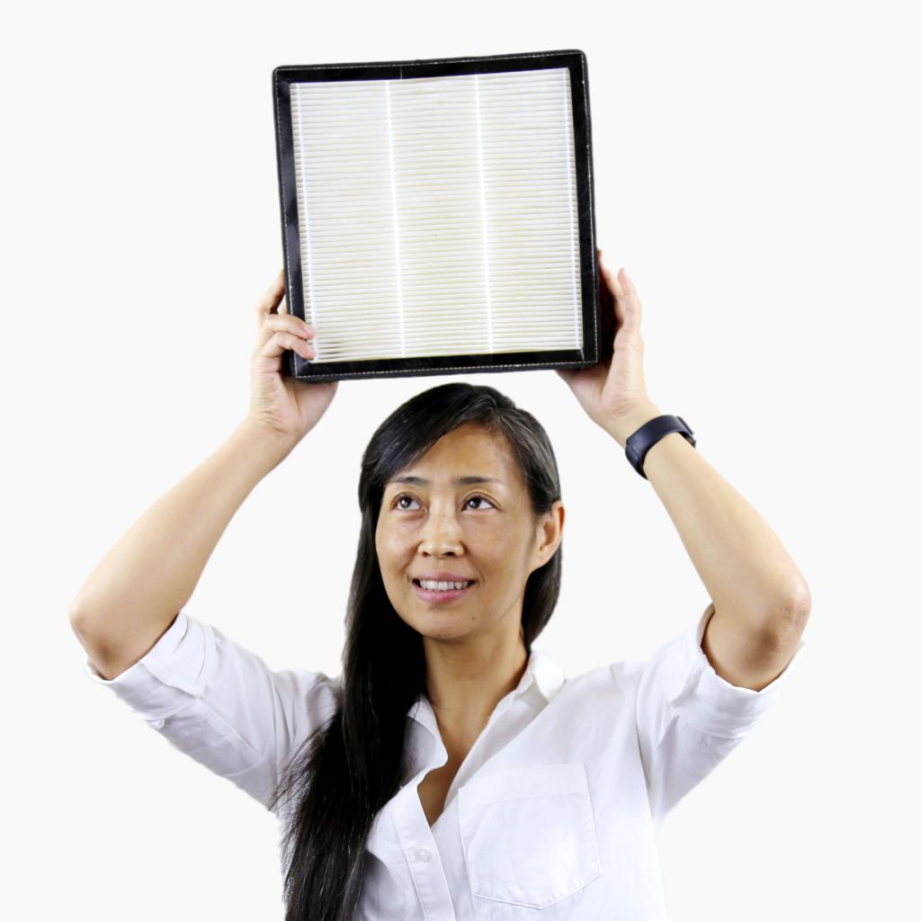 Anna Guo holding HEPA