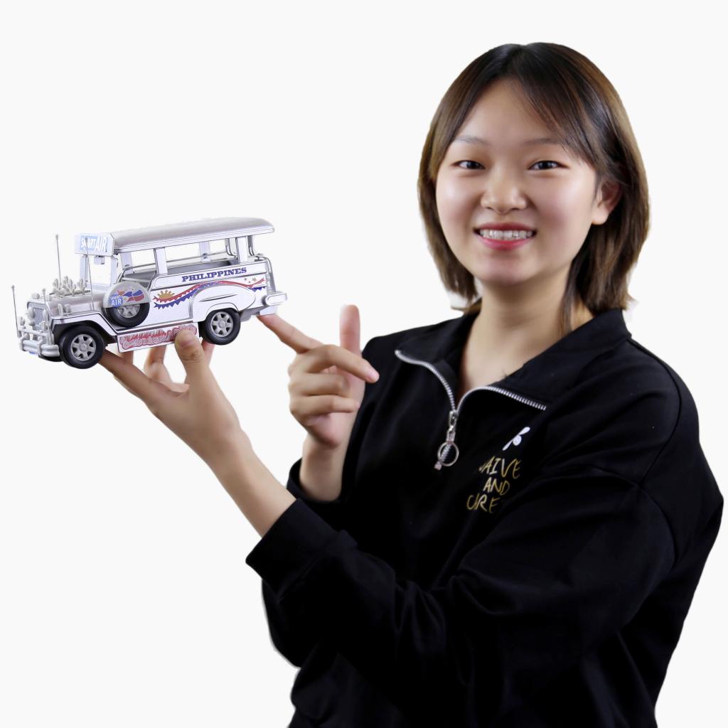 Vivian Tian holding bus