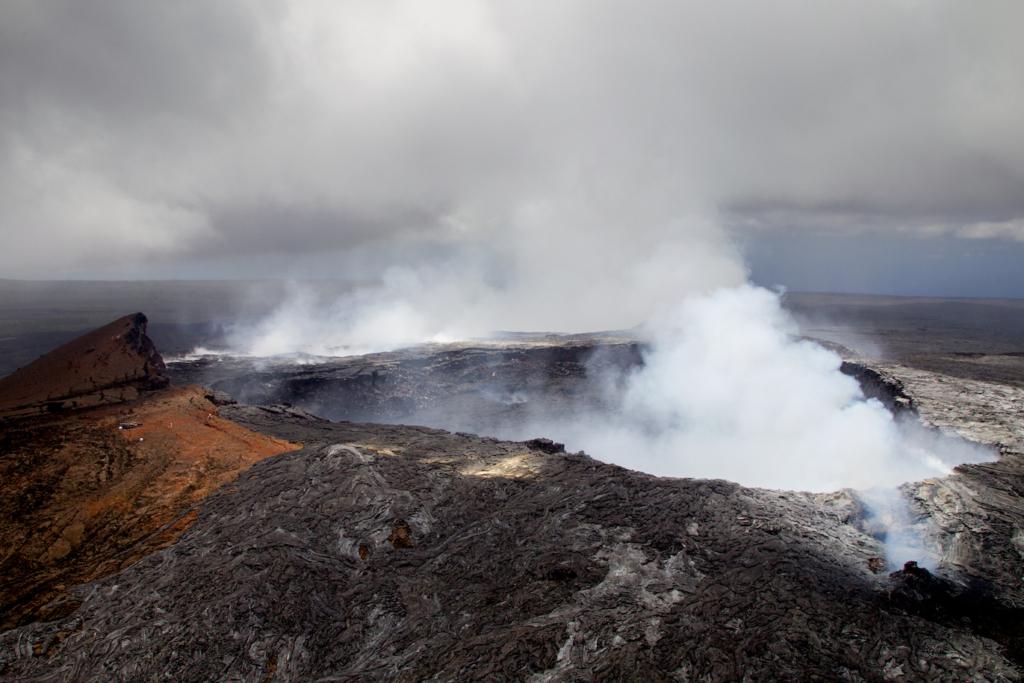 how volcanos affect air quality